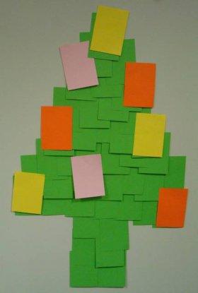 albero di natale stilizzato con post-it
