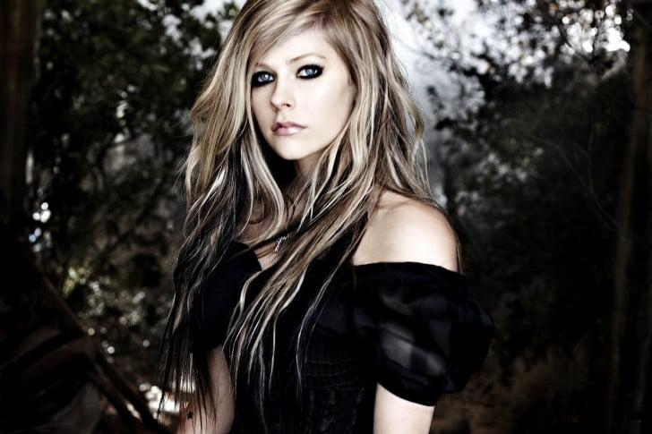 Avril-Lavigne-Black-Dress-
