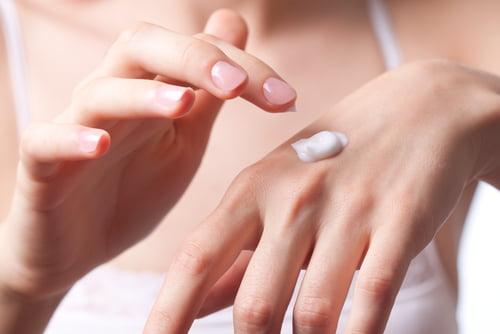 Curare le mani dopo i 30 anni