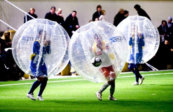 Arriva il nuovo sport del calcio - Boblefotball - Bubble football/soccer