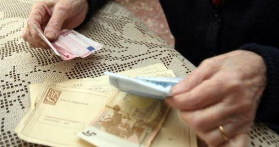 Anziani raggirati e derubati a Genova, 3 arresti