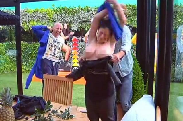 Angela-in-topless-al-Gf13-