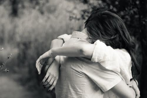 Risultati immagini per persone che si abbracciano