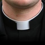 Andrea B incastra preti gay con i suoi video