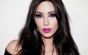 pink-lips-kardashian