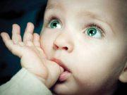 bambino dito in bocca