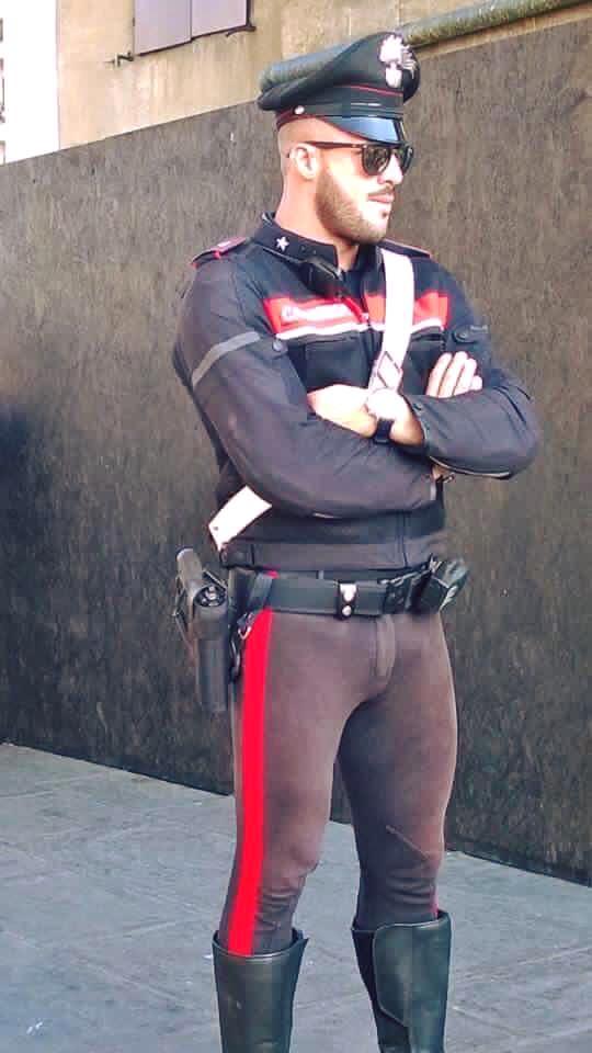 carabiniere sexy
