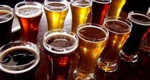Resta chiuso nella cella frigo di un supermercato: si beve tutte le birre