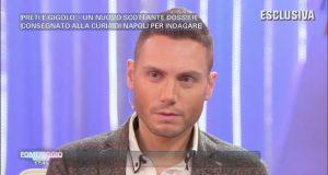 Il gigolò Francesco Mangiacapra svela a Pomeriggio Cinque i nomi dei suoi clienti sacerdoti gay