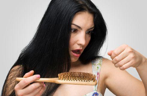 Perdita di capelli a donne a causa di ormoni