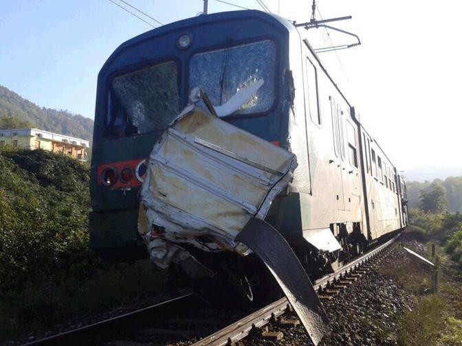 Bergamo treno investe un ambulanza due morti e diversi for Compro casa bergamo